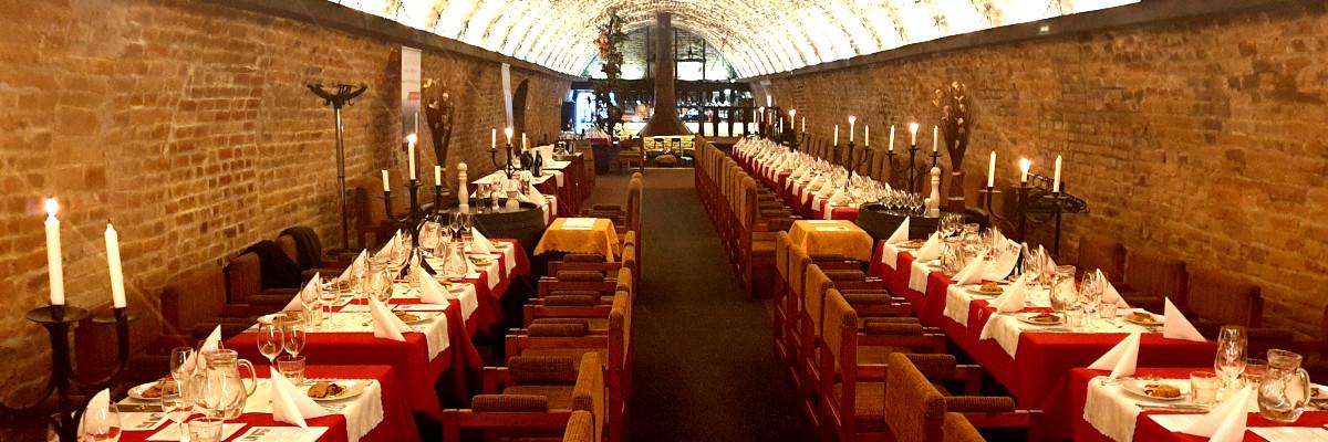 Hlavní loď stylové brněnské restaurace a vinárny